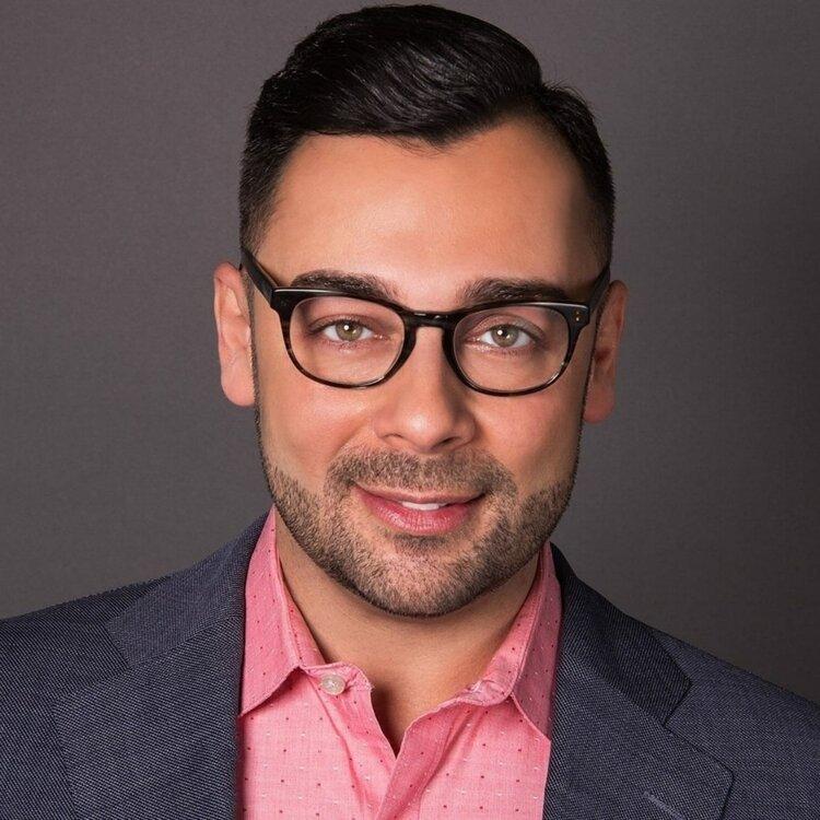 Edgar Villanueva Headshot.